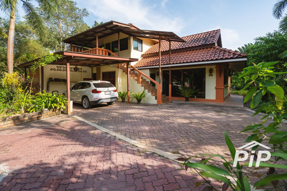 3 Bedroom House at Lake in Layan