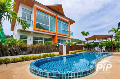 Twin House with Shared Pool